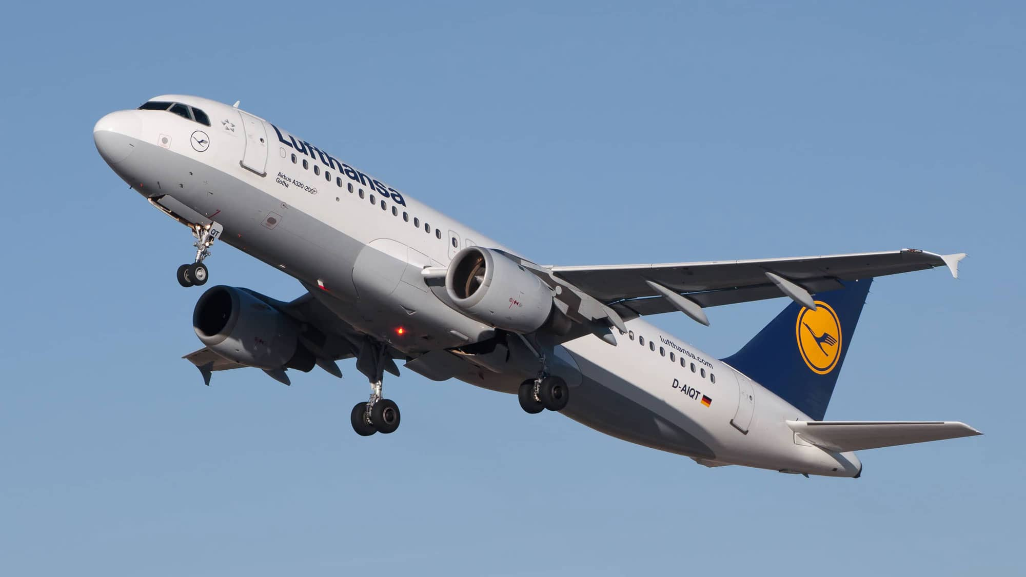 Airbus A320 - Photo from Wikimedia